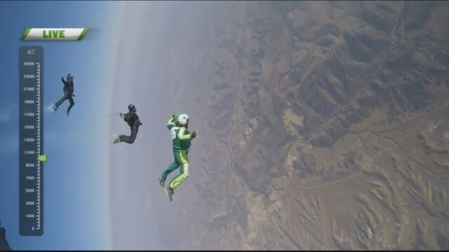 -7500-metre-yukseklikten-parasutsuz-atlayan-adam_9432538-28930_640x360.jpg