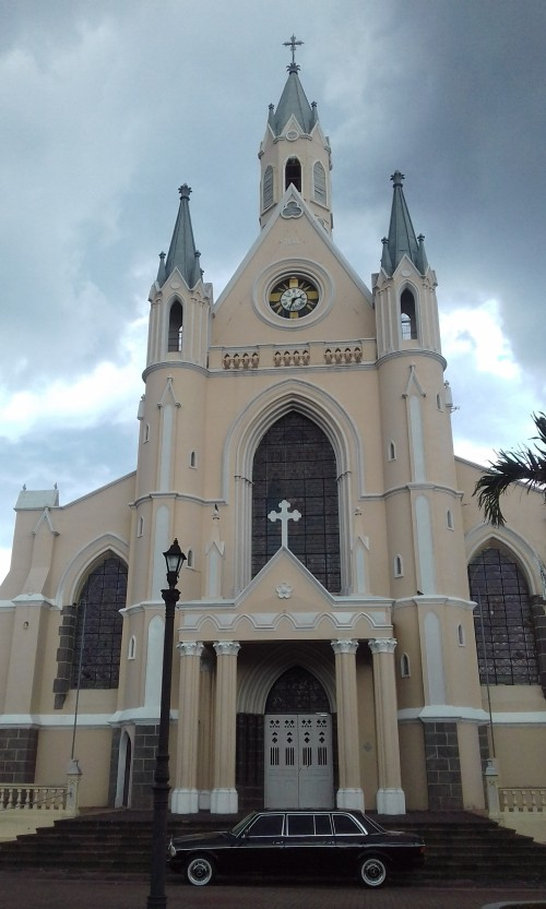 Iglesia-De-San-Rafael.-Heredia-Province-San-Rafael-COSTA-RICA-LIMOUSINE-SERVICE..jpg