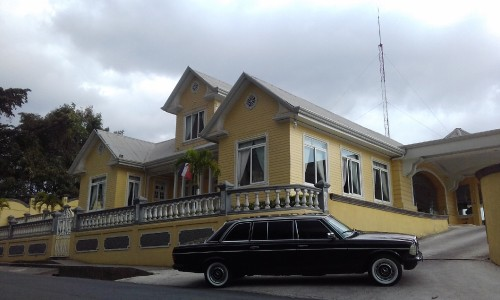 YELLOW-MANSION-AND-A-LIMOUSINE.-COSTA-RICA-MERCEDES-TOURS..jpg