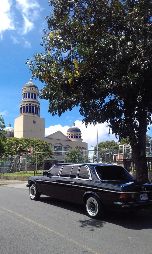 Parroquia-de-la-Santisima-Trinidad-en-Barrio-Mexico.-COSTA-RICA-MERCEDES-LIMOUSINE-SERVICE-FOR-WEDDINGS.jpg