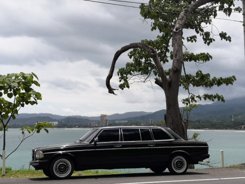JACO-BEACH-COSTA-RICA-MERCEDES-W123-LIMOUSINE.jpg