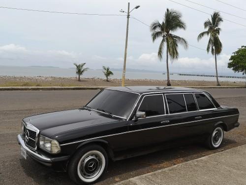 COSTA-RICA-BEACH-PUNTARENAS.-MERCEDES-W123-300D-LIMOUSINE-LWB.jpg