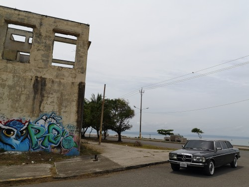 COSTA-RICA-GRAFFITI.-MERCEDES-LIMO-W123-TOURS.jpg