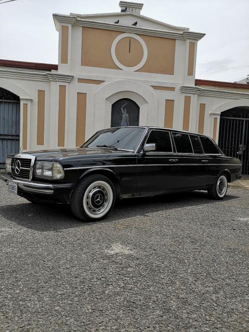 ROMAN-MANSION-PUNTARENAS-COSTA-RICA.-MERCEDES-LIMOUSINE-300D-W123-LANG.jpg