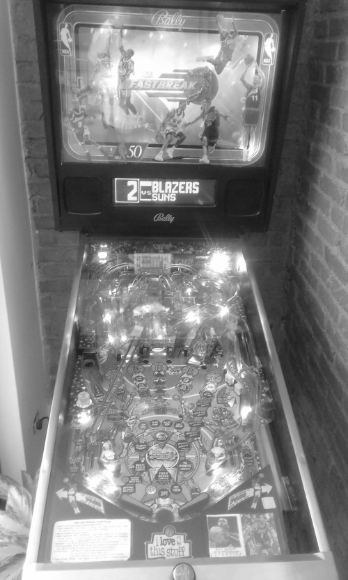 PINBALL-MACHINE-COSTA-RICA.jpg